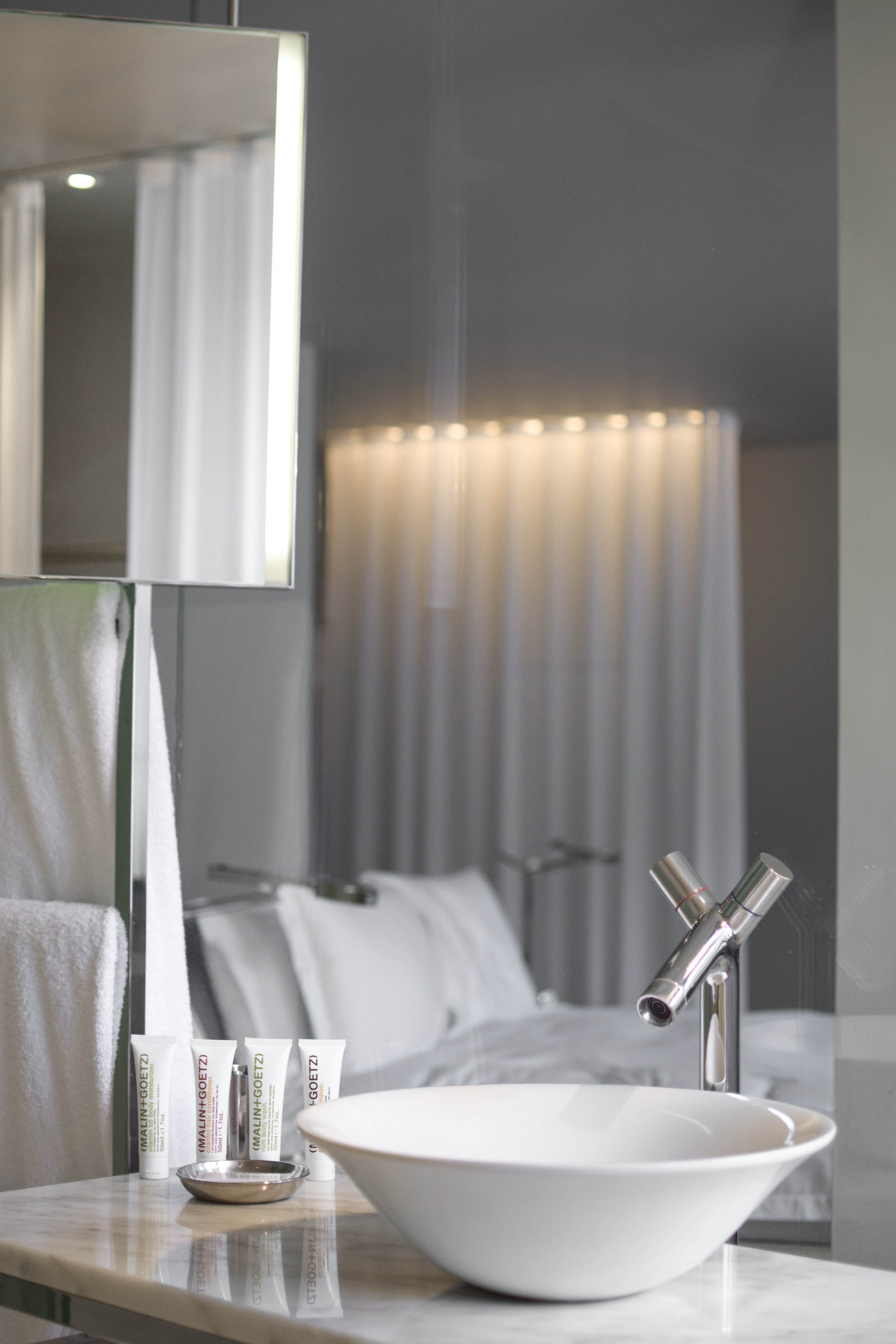 Sanderson Deluxe Room Bathroom 1